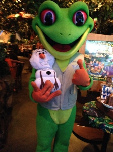 Making friends at the Rainforest Cafe.